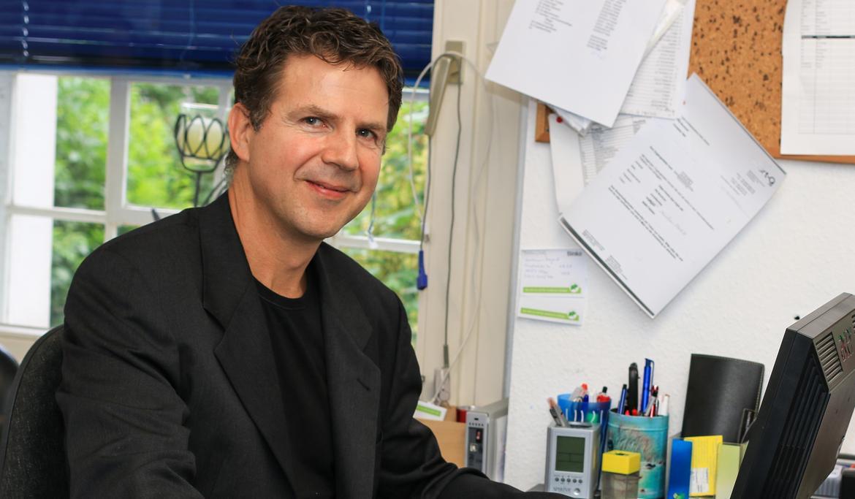 """Dr. med. Matthias Thöns ist Arzt für Anästhesiologie, Notfall- und Palliativmedizin und Mitinitiator des Ärzte-Appels """"Rettet die Medizin!"""""""