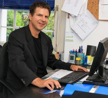Dr. med. Matthias Thöns ist Arzt für Anästhesiologie, Notfall- und Palliativmedizin