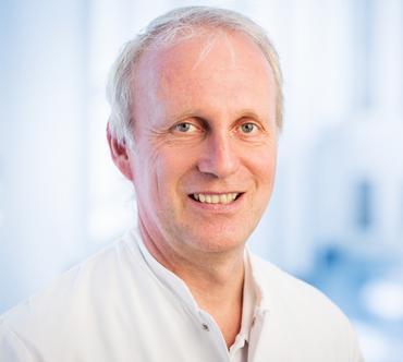 Dr. med. Thomas Rampp, Oberarzt der Klinik für Naturheilkunde und Integrative Medizin, <span>KEM</span> Evang. Kliniken Essen-Mitte.  Autor und Mitautor vieler Bücher und Fachartikel zum Thema naturheilkundliche Schmerztherapie